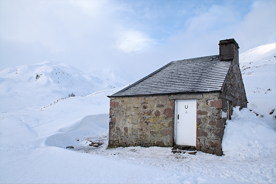Lairig Leacach Bothy in winter
